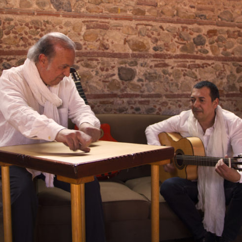 Karu-Prod-Perpignan-guitare:table